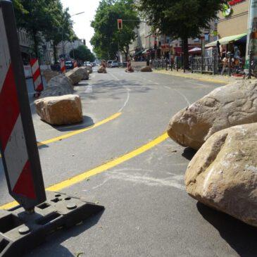 Mit Steinen gegen Falschparker